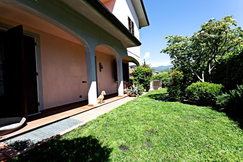 Villa Tri-Quadrifamiliare in vendita a Ortonovo, 5 locali, prezzo € 305.000 | CambioCasa.it