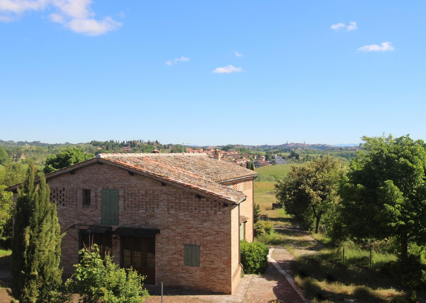 Farmhouse for sale in Siena