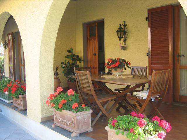Villa singola in affitto vacanze a Ronchi, Massa