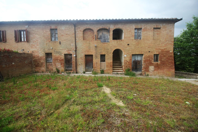 Farmhouse for sale in Siena