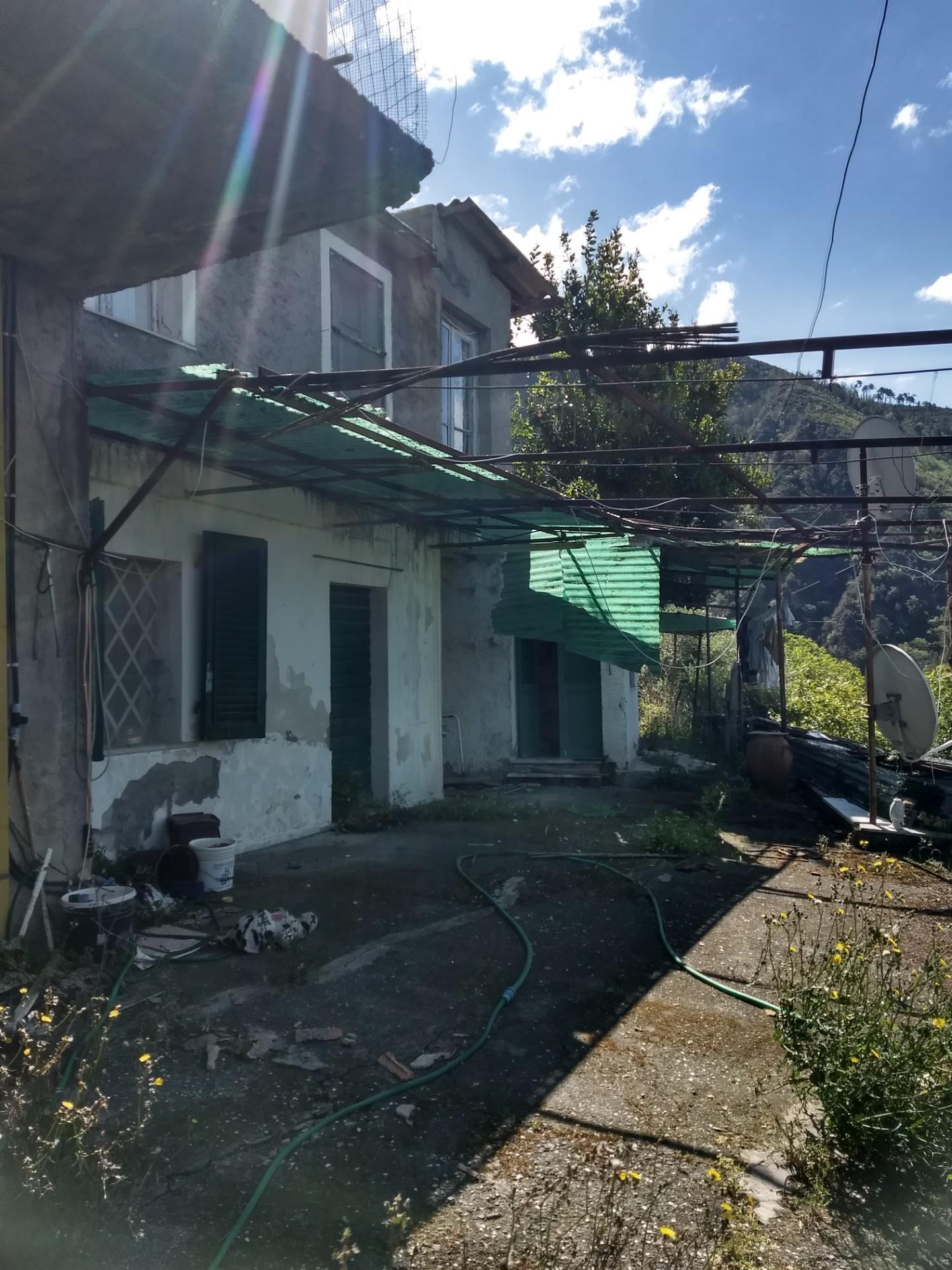 Soluzione Indipendente in vendita a Montignoso, 7 locali, prezzo € 100.000   CambioCasa.it