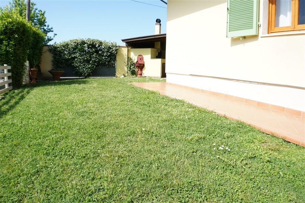 Villetta trifamiliare in vendita, rif. LOG-324