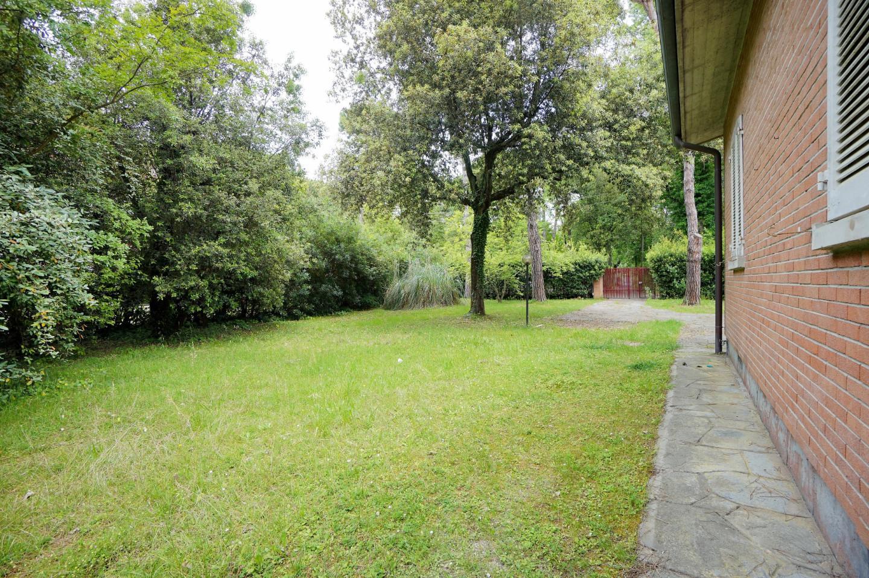 Villa singola in affitto a Ronchi, Massa