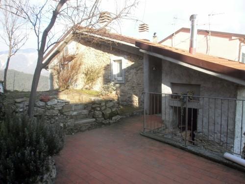 Casa semindipendente in Affitto a Fontia, Carrara (MS)