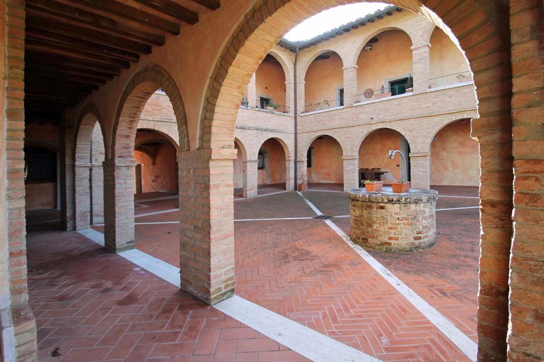 Appartamento in vendita a Monteroni d'Arbia, 5 locali, prezzo € 400.000 | CambioCasa.it