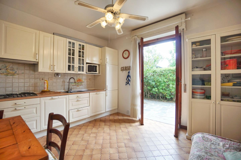 Appartamento in vendita a Montignoso, 4 locali, prezzo € 240.000 | CambioCasa.it