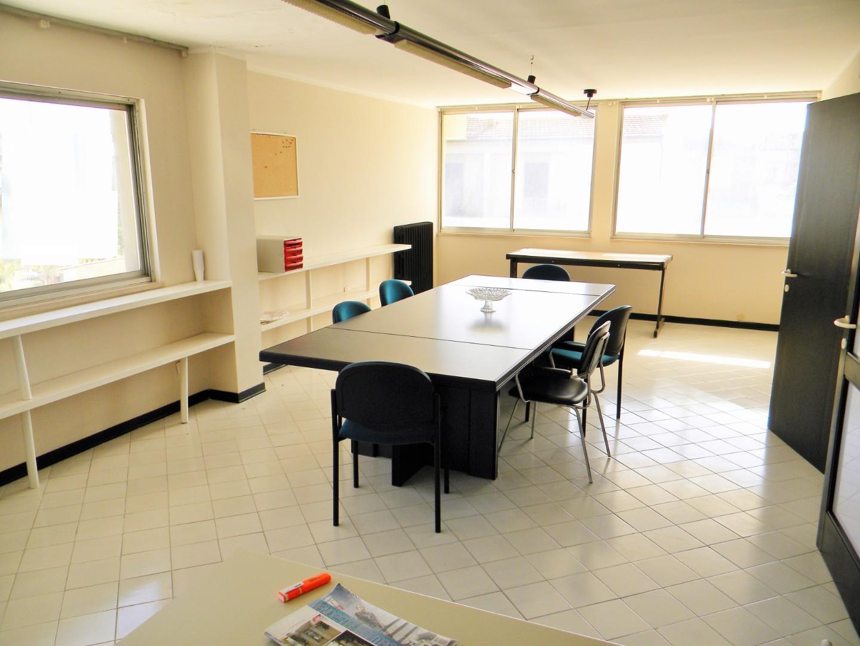 Ufficio / Studio in vendita a Ponsacco, 3 locali, prezzo € 45.000 | CambioCasa.it