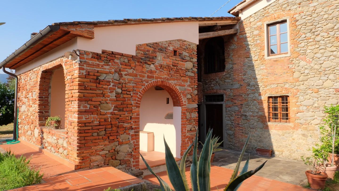 Colonica in vendita a Pistoia