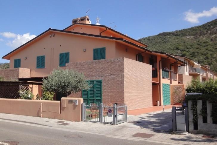 Villetta quadrifamiliare in vendita a Vicopisano (PI)