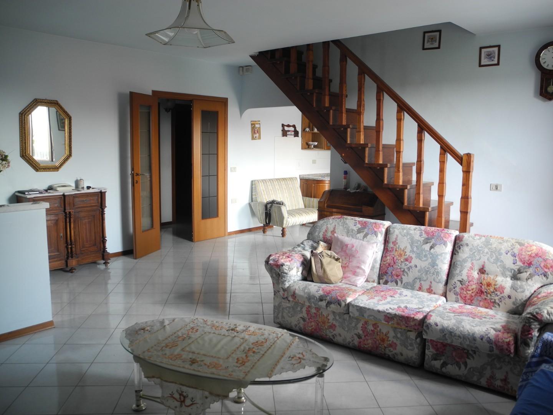 Appartamento in vendita a Fucecchio, 4 locali, prezzo € 220.000 | CambioCasa.it