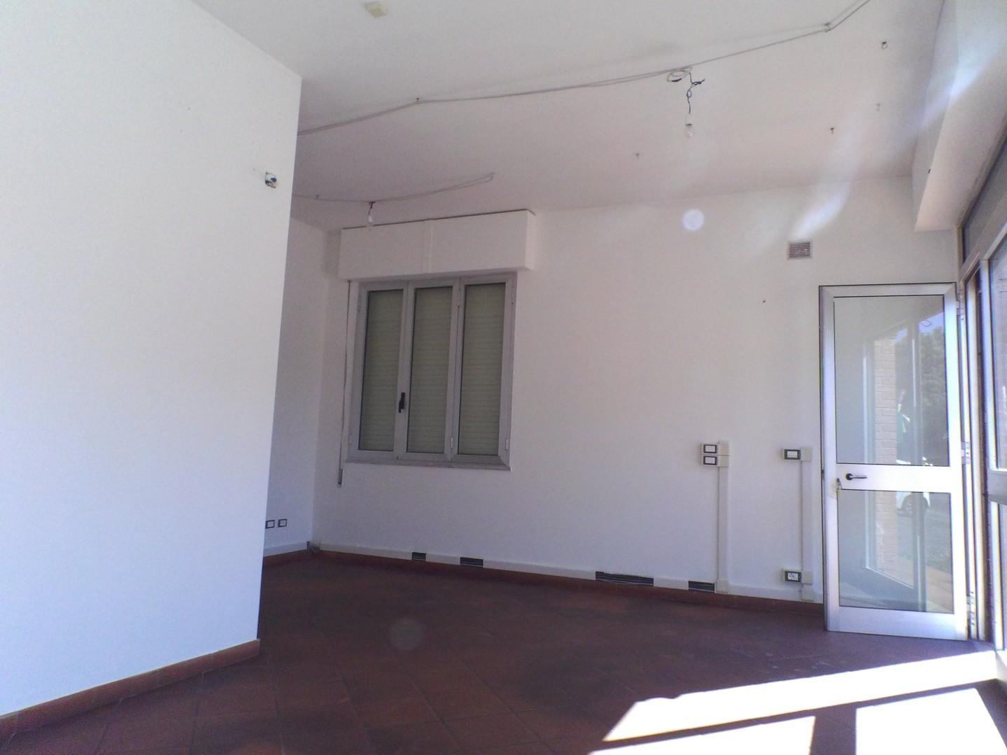 Locale comm.le/Fondo in affitto commerciale, rif. A0031