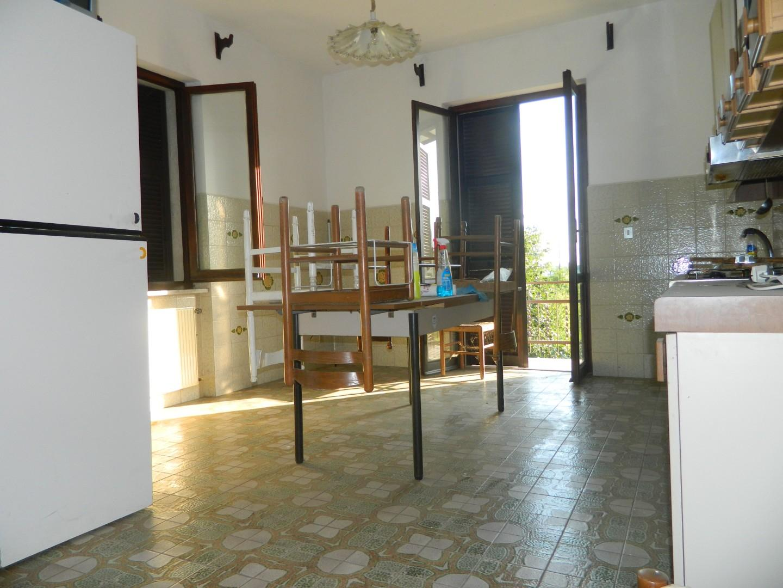 Appartamento in vendita a Ortonovo, 5 locali, prezzo € 350.000 | CambioCasa.it