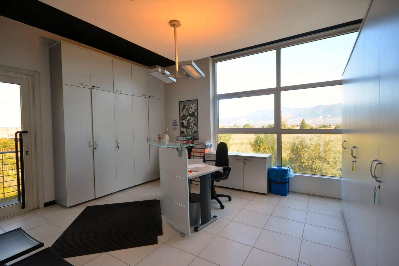 Ufficio in vendita a Porcari (LU)