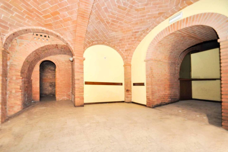 Negozio / Locale in affitto a Siena, 3 locali, prezzo € 800   CambioCasa.it