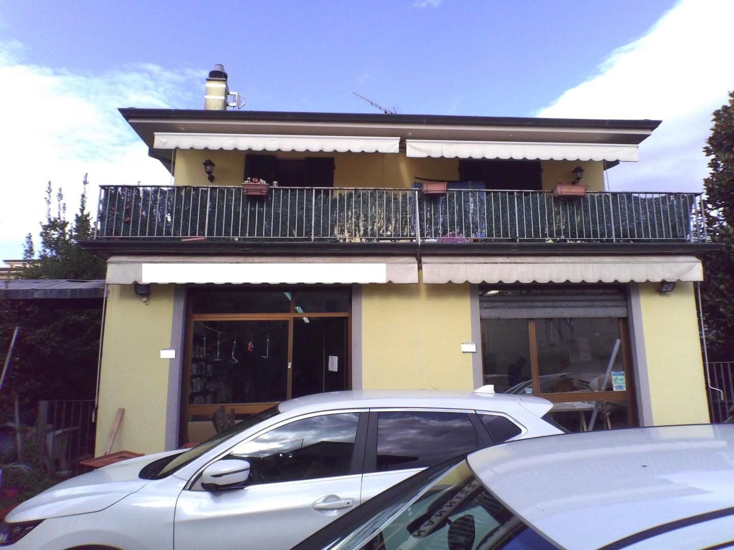 Negozio in affitto commerciale a Lucca