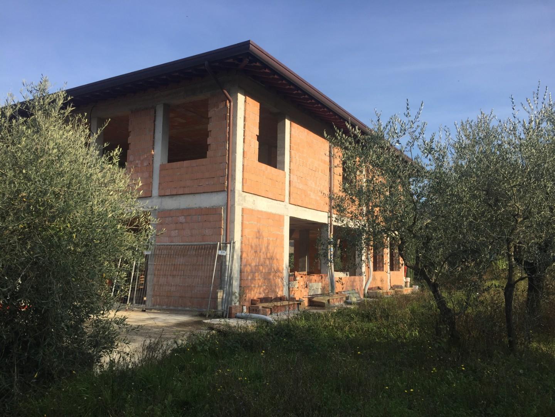 Stabile/Palazzo in vendita a Massa Macinaia, Capannori (LU)