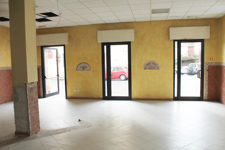 Locale comm.le/Fondo in affitto commerciale a Palaia (PI)
