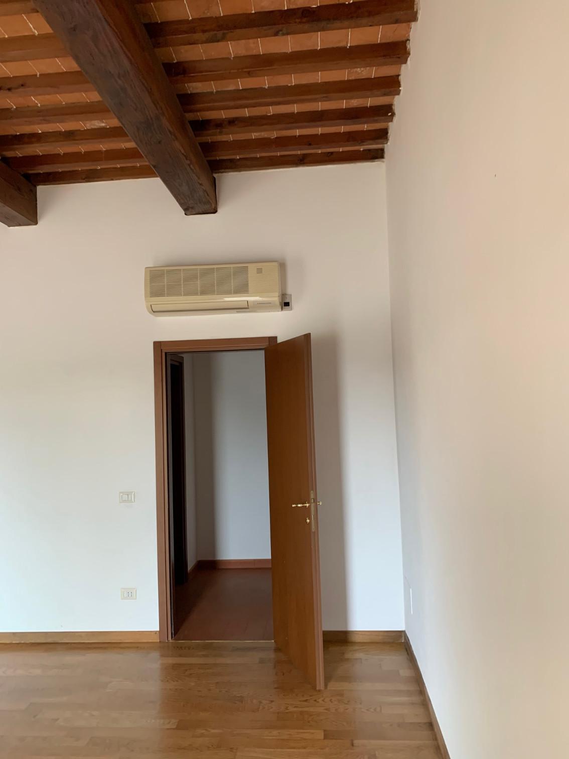 Appartamento in affitto, rif. A09af