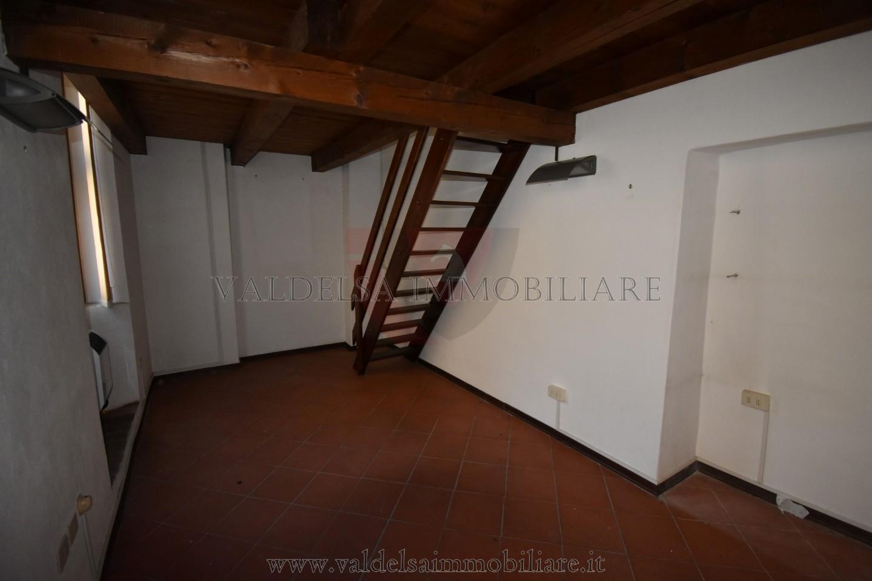Ufficio in affitto commerciale a Colle di Val d'Elsa (SI)