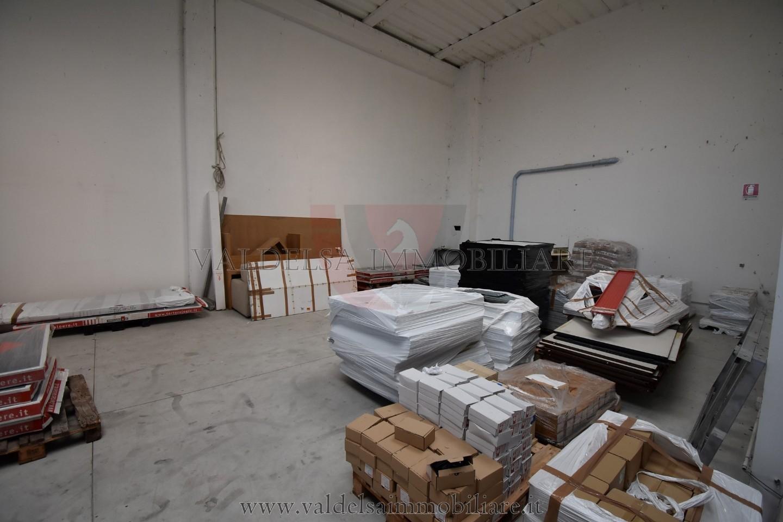 Capannone commerciale in vendita a Colle di Val d'Elsa (SI)