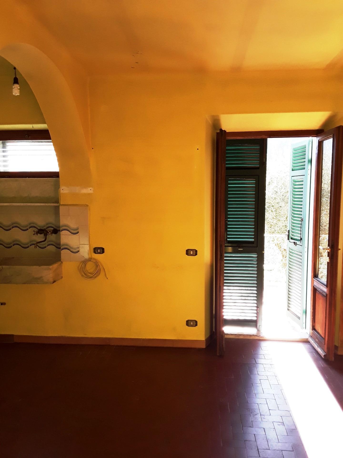 Appartamento in vendita a Fosdinovo, 3 locali, prezzo € 65.000   CambioCasa.it