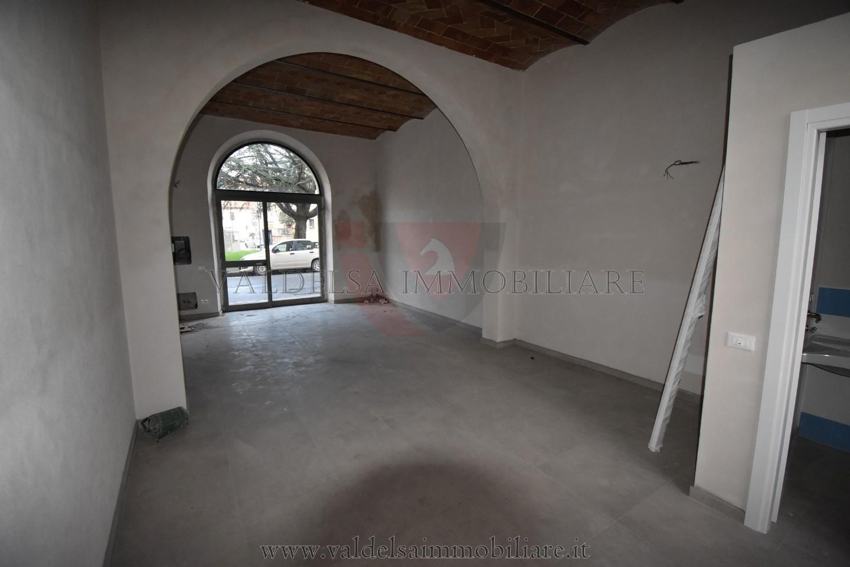 Negozio in affitto commerciale a Colle di Val d'Elsa (SI)