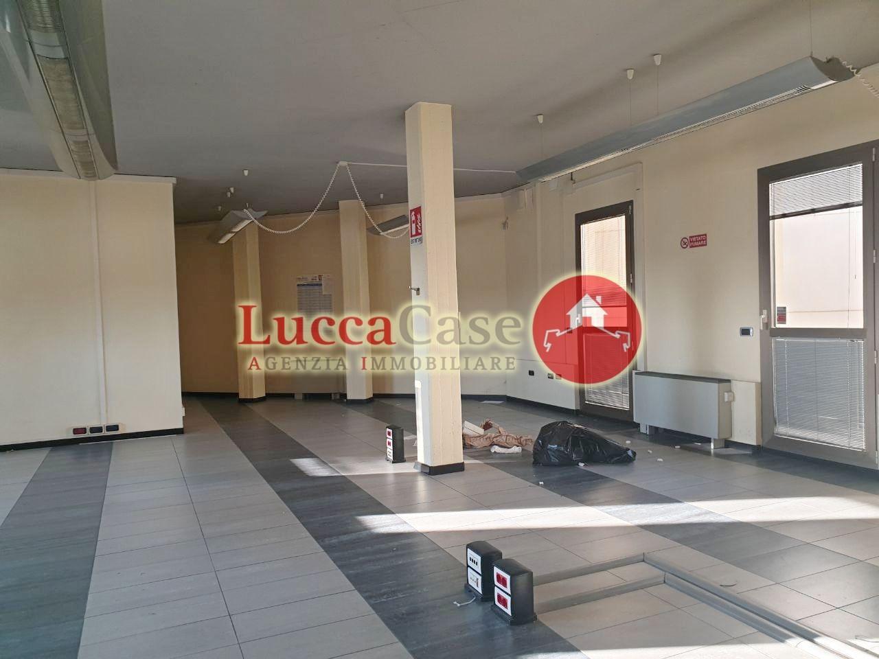 Ufficio / Studio in affitto a Porcari, 2 locali, prezzo € 1.500 | PortaleAgenzieImmobiliari.it