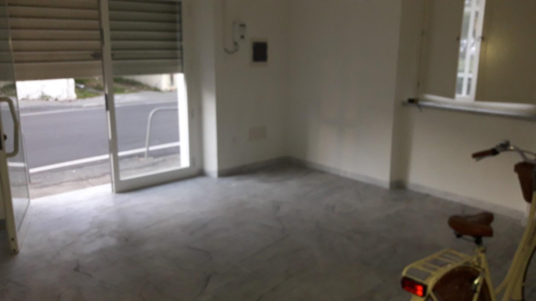 Ufficio in affitto commerciale a Nazzano, Carrara (MS)