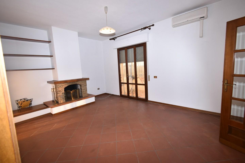 Appartamento in vendita a Vecchiano, 5 locali, prezzo € 245.000 | CambioCasa.it