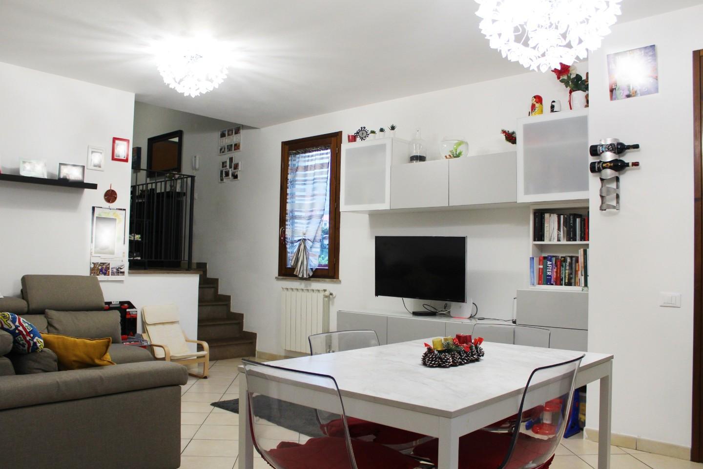 Villetta a schiera angolare in vendita, rif. 2723