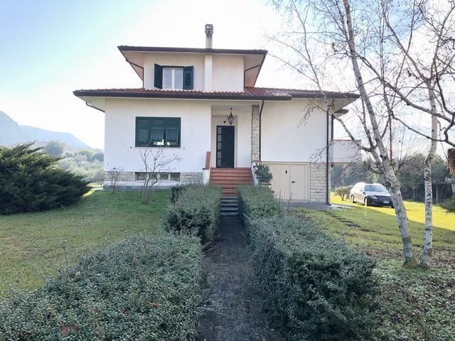 Villa singola a Montignoso