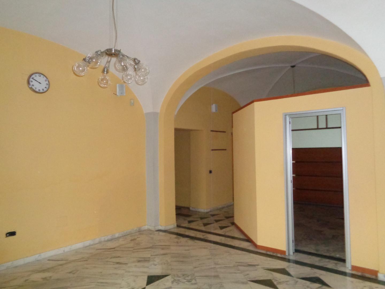 Locale comm.le/Fondo in affitto commerciale, rif. C238