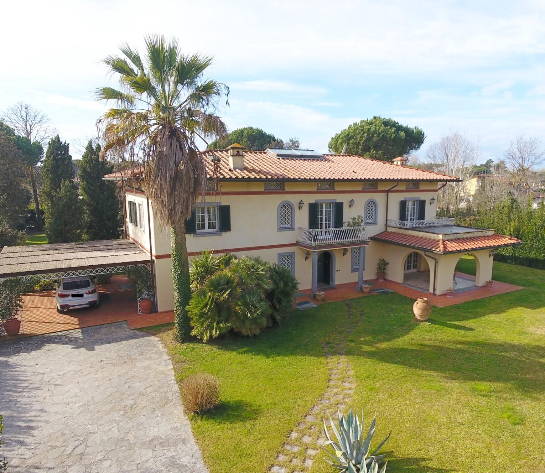 Villa singola in affitto vacanze a Poveromo, Massa