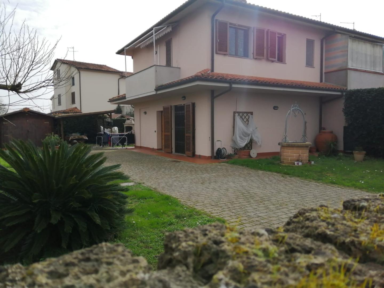 Villetta a schiera angolare a Cascina