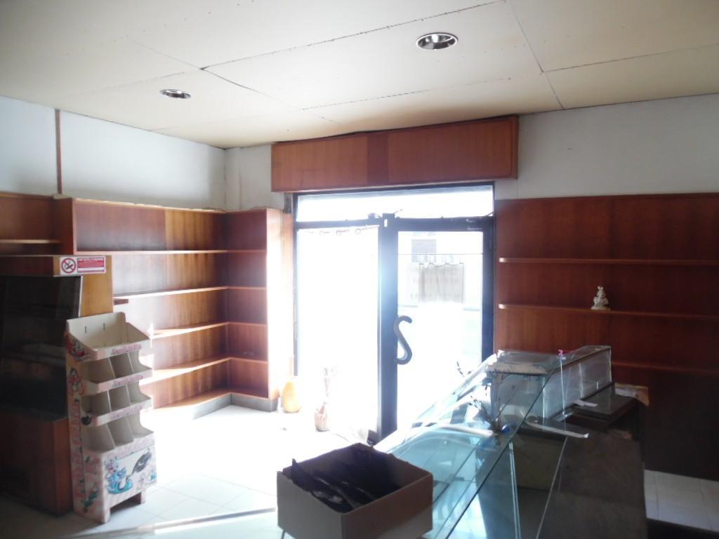 Locale comm.le/Fondo in affitto - Bellaria, Pontedera
