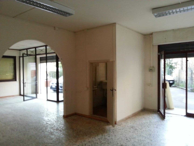 Locale comm.le/Fondo in affitto commerciale a Castelfranco di Sotto (PI)