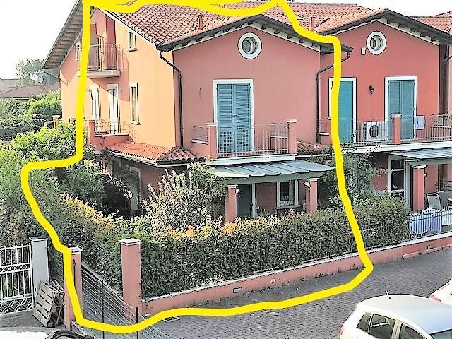 Villetta a schiera angolare in affitto a Massa