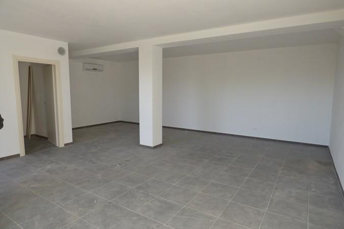 Ufficio in affitto commerciale a Lammari, Capannori (LU)
