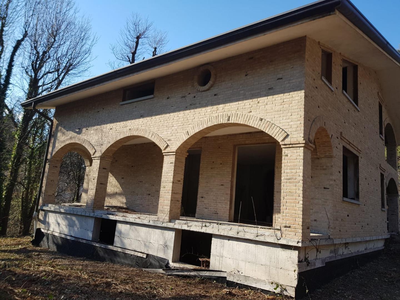 Villa singola in vendita a Venegono Superiore (VA)