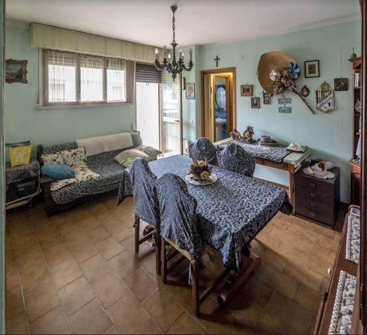 Appartamento in vendita a Montignoso, 3 locali, prezzo € 200.000 | CambioCasa.it