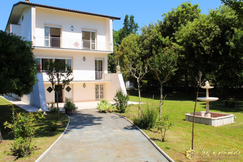 Villa singola in affitto vacanze a Cinquale, Montignoso (MS)