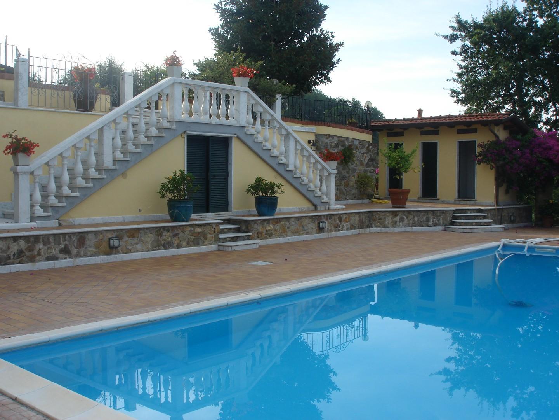 Villa in vendita a Ortonovo, 11 locali, prezzo € 1.450.000 | CambioCasa.it