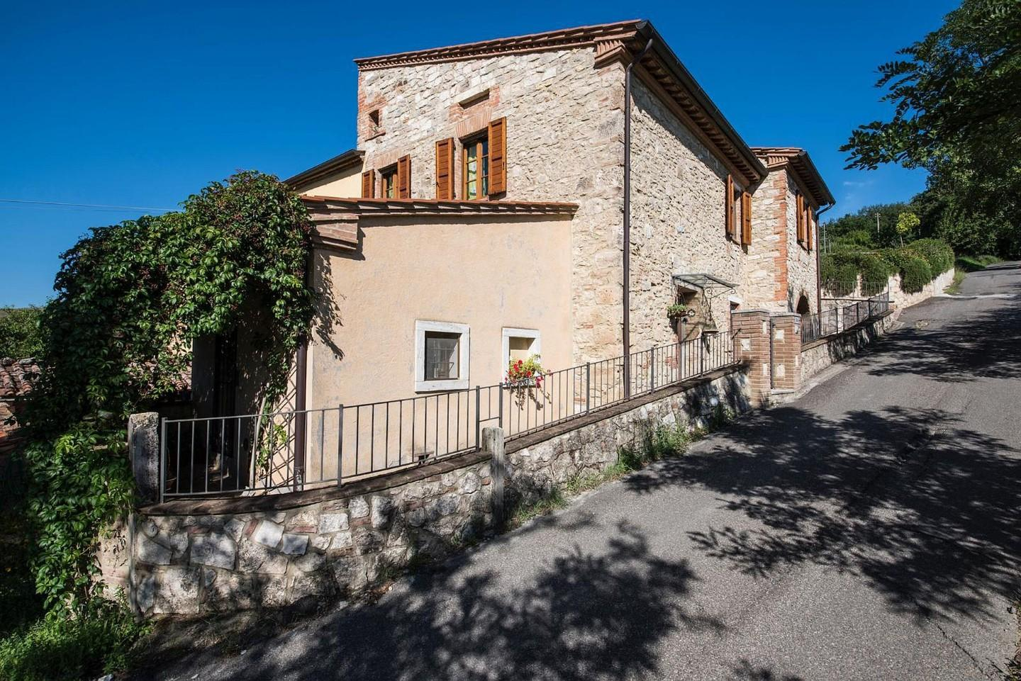 Portion of house for sale in Asciano (SI)