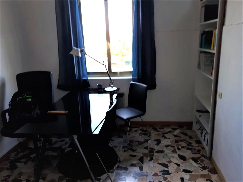 Ufficio in affitto commerciale a Madonna Dell'acqua, San Giuliano Terme (PI)