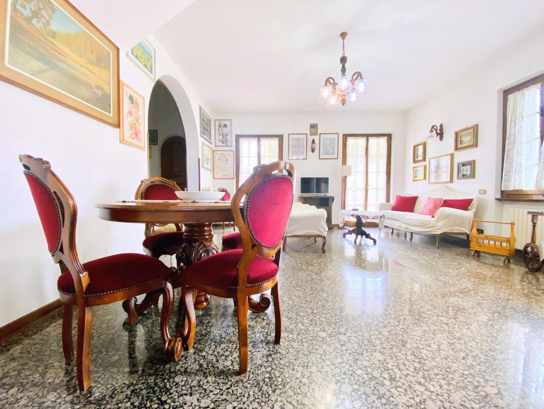 Villetta bifamiliare in case vacanze a Forte dei Marmi (LU)