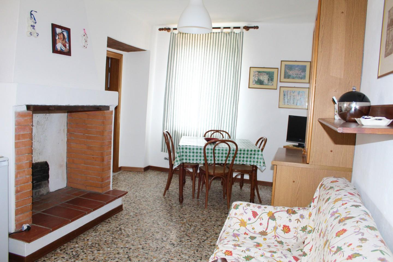 Appartamento in vendita a Buti, 3 locali, prezzo € 75.000 | CambioCasa.it