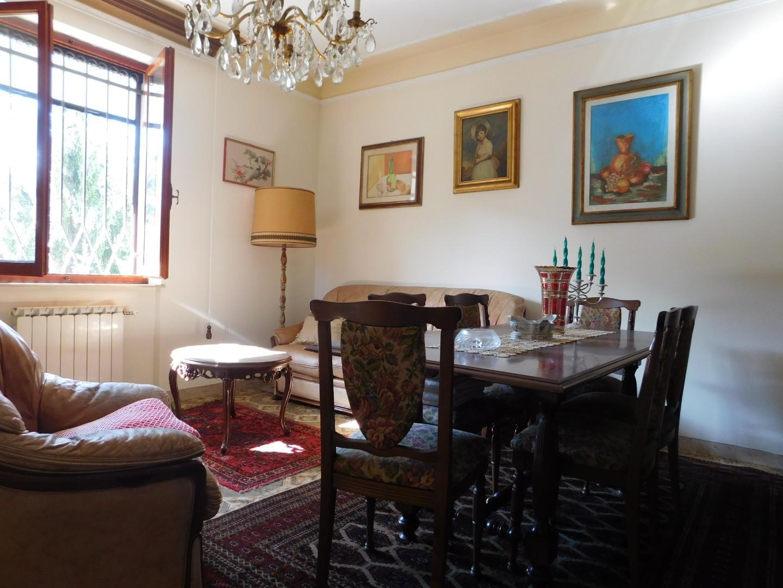 Appartamento in vendita a Ortonovo, 4 locali, prezzo € 165.000 | CambioCasa.it