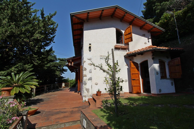 Casa singola in vendita a Bargana, Massa