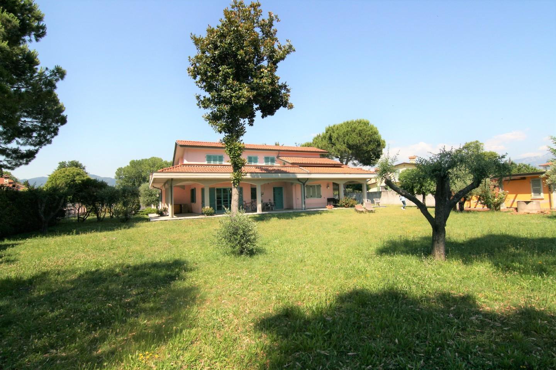 Villa singola - Marina Di Carrara, Carrara (1/28)