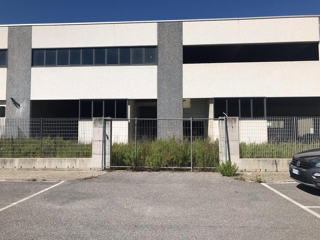Capannone in vendita a Vecchiano, 5 locali, Trattative riservate   PortaleAgenzieImmobiliari.it